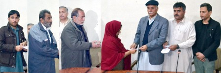 Safety Fund - Distributing Cheques to Families of Journalists Killed - Quetta 1 -Jan2013